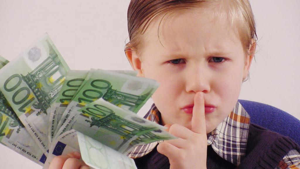 Ребенок получает деньги