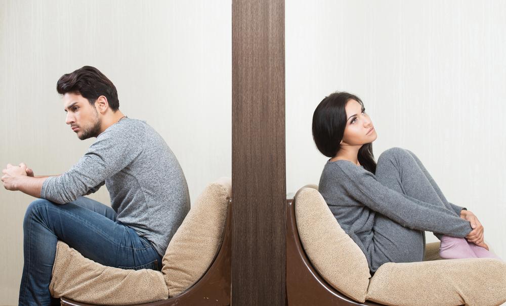 Стена между супругами